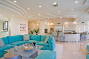 Фото 8 Бирюзовый диван в интерьере: 60+ фотоидей потрясающих вариантов мебели в цвете Тиффани