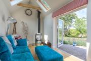 Фото 1 Бирюзовый диван в интерьере: 60+ фотоидей потрясающих вариантов мебели в цвете Тиффани