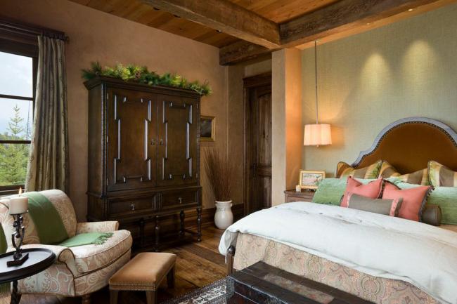 Небольшая уютная комната с удачной комбинацией оттенков