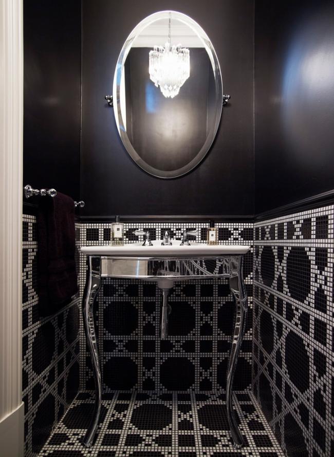 Обои и мозаика в оформлении гигиенической комнаты