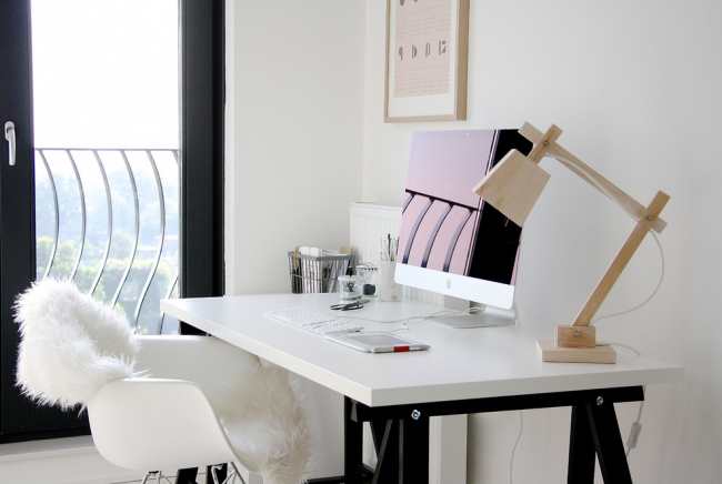Подчеркивает рабочие настроения в хоум-офис