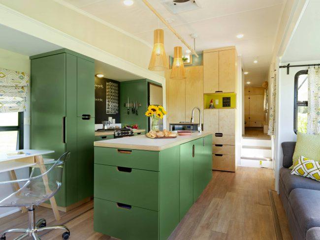 Энергичное сочетание теплых оттенков зеленого и желтого