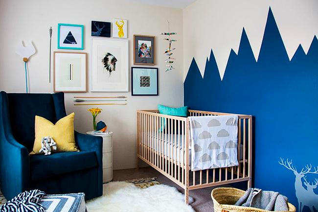 Синий - классическое и практически беспроигрышное решения для мальчишеской детской комнаты