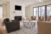 Фото 19 Этюд в нюдовых тонах: 60+ вариантов дизайна гостиной бежево-коричневого цвета