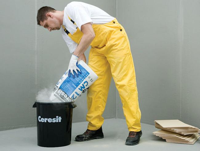 Сухая смесь разводится водой в пропорции, рекомендованной производителем