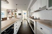 Фото 35 Кухни из массива дерева: советы по выбору и обзор лучших производителей от Leicht до Haecker