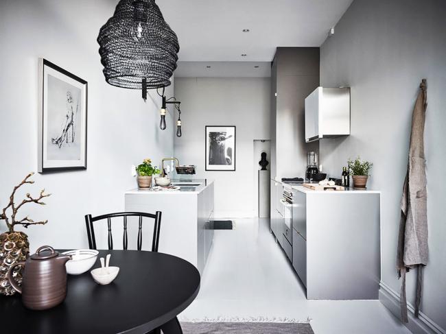 Узкая кухня с параллельным оформлением интерьера