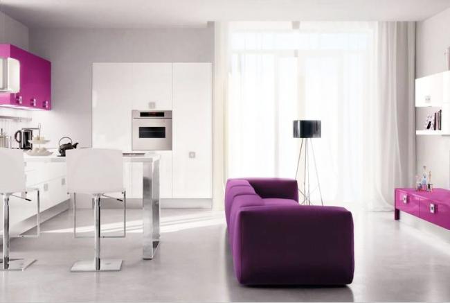 Строгий хай-тек с ягодными элементами мебели