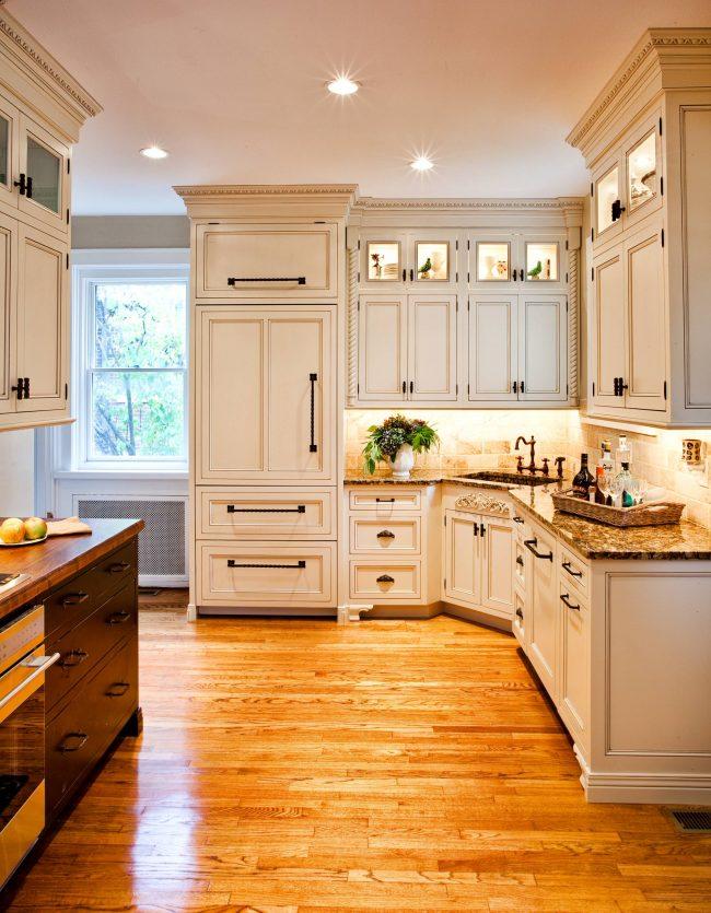 Точечное освещение поможет сделать кухонный интерьер более воздушным и продуманным