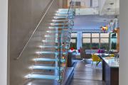 Фото 4 Лестницы из стекла: все, что нужно знать о монтаже и эксплуатации