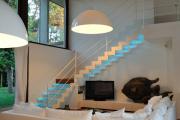 Фото 21 Лестницы из стекла: все, что нужно знать о монтаже и эксплуатации