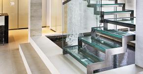Лестницы из стекла: все, что нужно знать о монтаже и эксплуатации фото