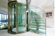 Фото 23 Лестницы из стекла: все, что нужно знать о монтаже и эксплуатации