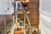 Фото 28 Лестницы из стекла: все, что нужно знать о монтаже и эксплуатации