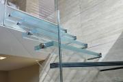 Фото 35 Лестницы из стекла: все, что нужно знать о монтаже и эксплуатации