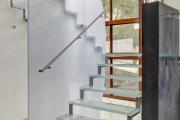 Фото 38 Лестницы из стекла: все, что нужно знать о монтаже и эксплуатации