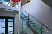 Фото 39 Лестницы из стекла: все, что нужно знать о монтаже и эксплуатации