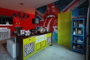 Фото 11 По стопам Энди Уорхола: подборка ярких интерьеров с обоями и постерами в стиле поп-арт