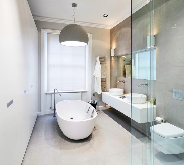 Стильная современная ванная комната в стиле контемпорари в белом цвете