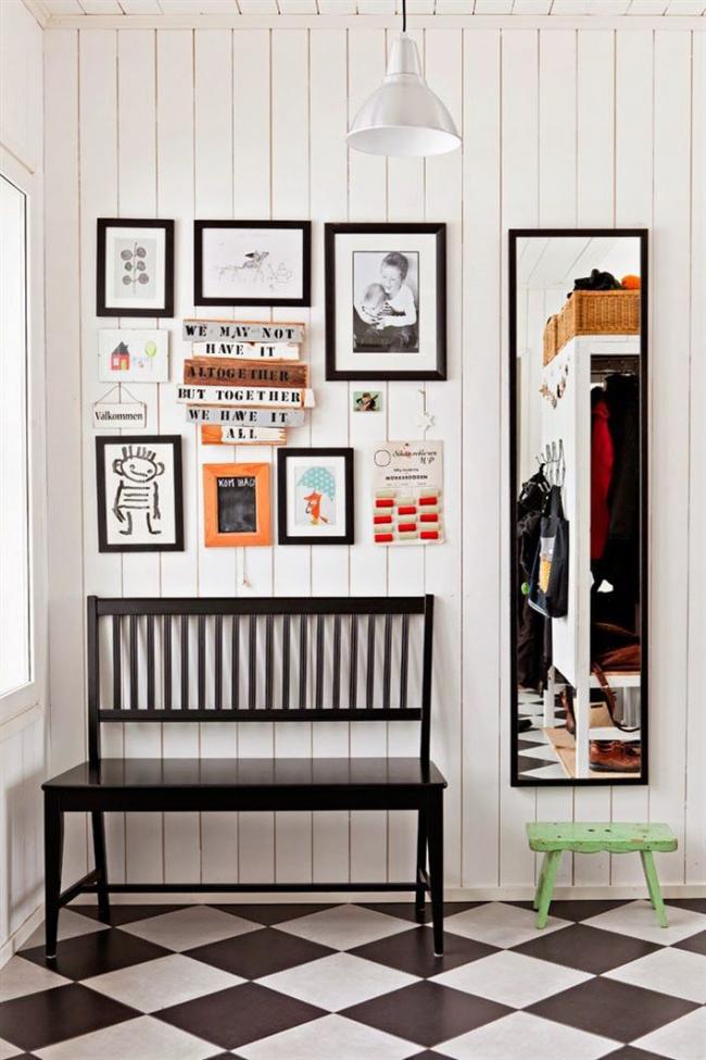 Небольшой диванчик или скамья станет изюминкой вашего коридора