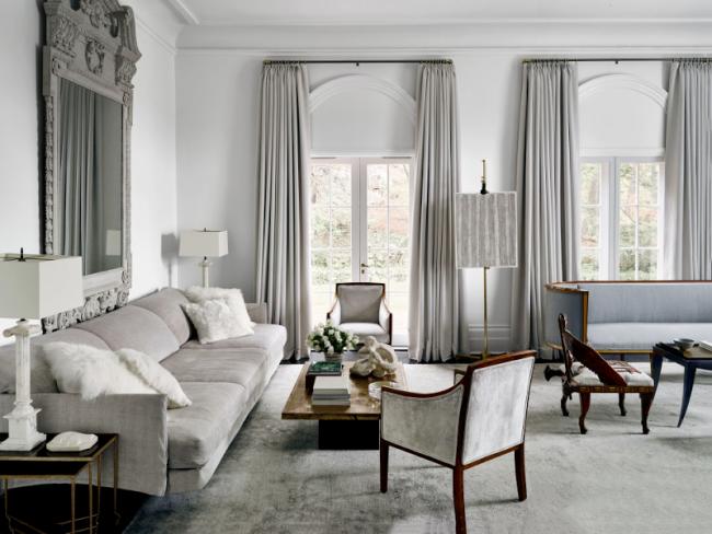 Просторная гостевая комната в классическом стиле