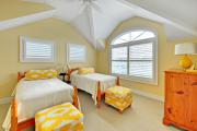 Фото 30 Охра, лимонный и цитриновый: 60+ теплых идей для дизайна спальни в желтых тонах