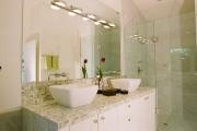 Фото 5 Выбираем столешницу для ванной из мозаики: дизайн, материалы и особенности укладки
