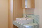 Фото 10 Выбираем столешницу для ванной из мозаики: дизайн, материалы и особенности укладки
