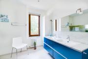 Фото 26 Выбираем столешницу для ванной из мозаики: дизайн, материалы и особенности укладки