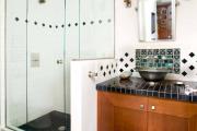 Фото 32 Выбираем столешницу для ванной из мозаики: дизайн, материалы и особенности укладки