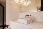Фото 34 Выбираем столешницу для ванной из мозаики: дизайн, материалы и особенности укладки