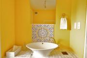Фото 40 Выбираем столешницу для ванной из мозаики: дизайн, материалы и особенности укладки