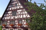 Фото 15 Бюргерское счастье и фахверк: проектируем загородный дом в немецком стиле (60+ фото готовых проектов)