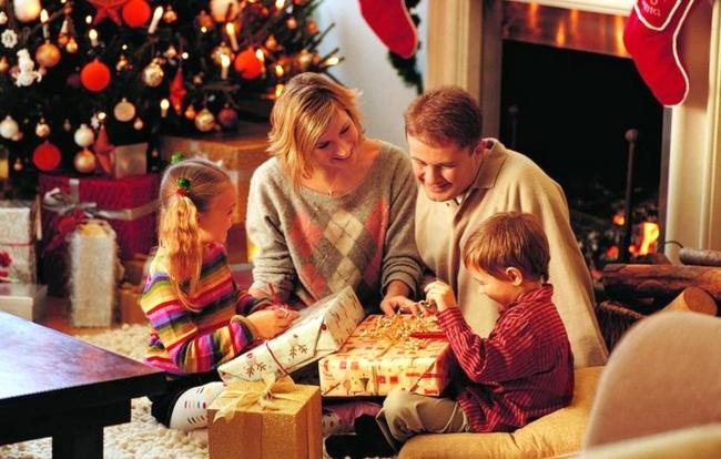Если есть маленькие дети, то неплохо бы провести этот волшебный праздник с ними