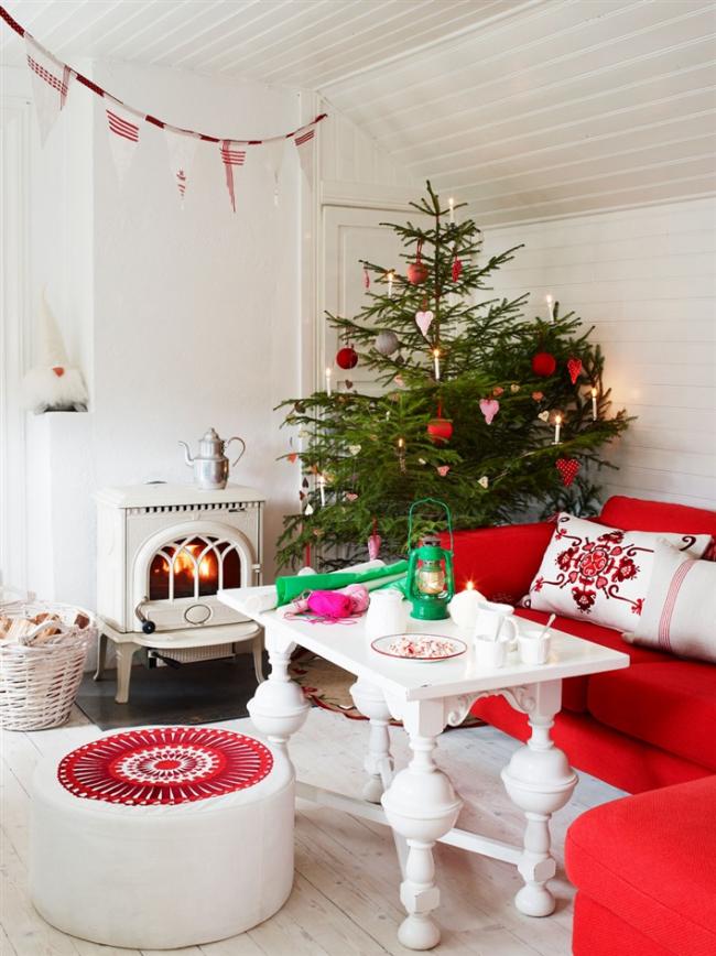 Красиво украшенный к празднику дом создает уютную атмосферу