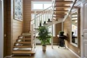 Фото 2 П-образная лестница на второй этаж: виды конструкций и особенности выбора материалов