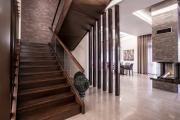 Фото 7 П-образная лестница на второй этаж: виды конструкций и особенности выбора материалов