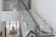 Фото 9 П-образная лестница на второй этаж: виды конструкций и особенности выбора материалов