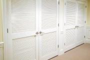 Фото 10 Как выбрать стильные и функциональные жалюзи на двери?