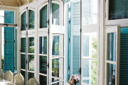 Фото 13 Как выбрать стильные и функциональные жалюзи на двери?