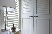 Фото 18 Как выбрать стильные и функциональные жалюзи на двери?