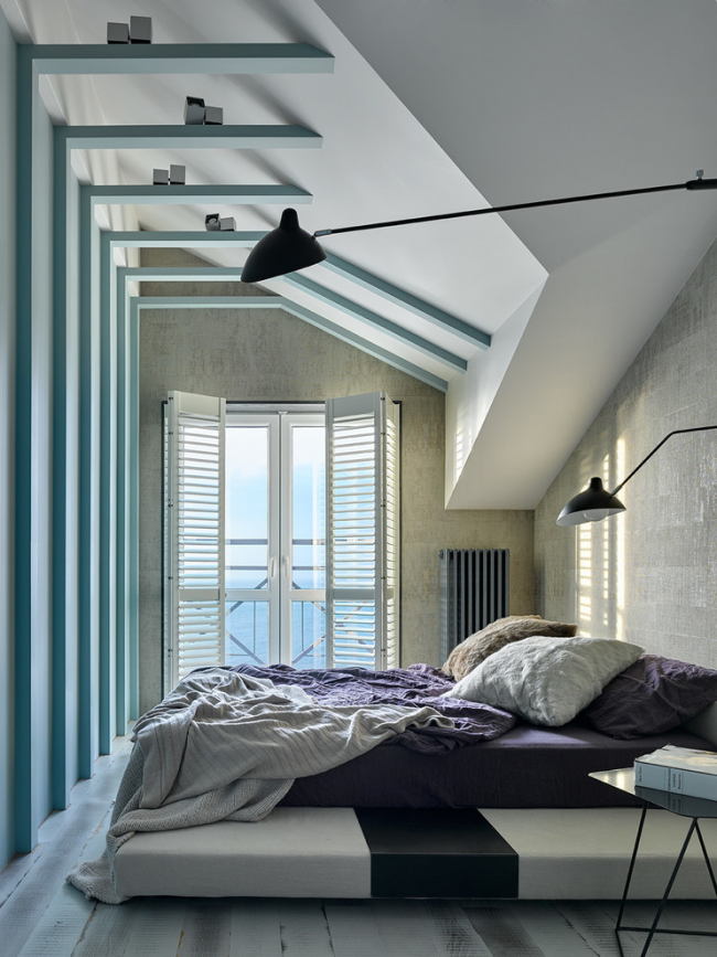 Современная спальня с кроватью на подиуме