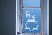 Фото 11 Как украсить окно на Новый год? Подборка идей и простых мастер-классов своими руками