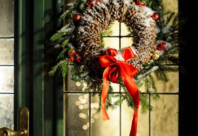 Красивый новогодний венок украсит любую часть дома, а так же прослужит вам не один год