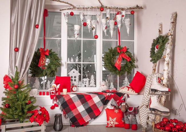Новогодние украшения создают волшебную атмосферу долгожданного праздника