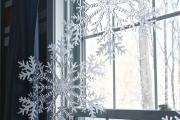 Фото 26 Как украсить окно на Новый год? Подборка идей и простых мастер-классов своими руками