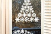 Фото 29 Как украсить окно на Новый год? Подборка идей и простых мастер-классов своими руками