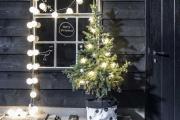 Фото 3 Как украсить окно на Новый год 2021? Подборка идей и простых мастер-классов своими руками