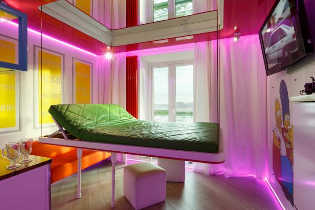 После сна кровать можно поднять наверх и она будет совсем незаметна