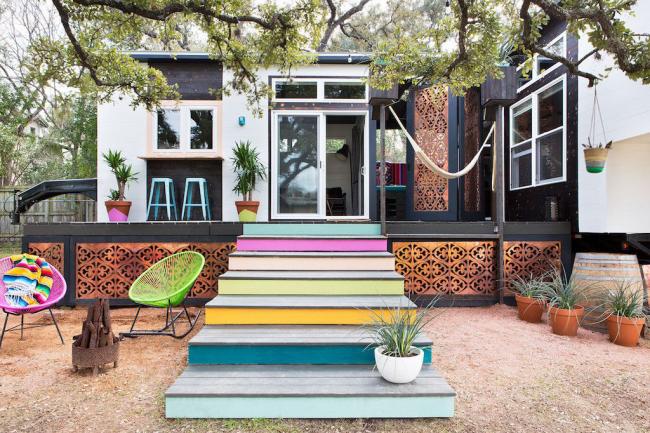 Благодаря декоративным элементам можно приукрасить самое небольшое строение